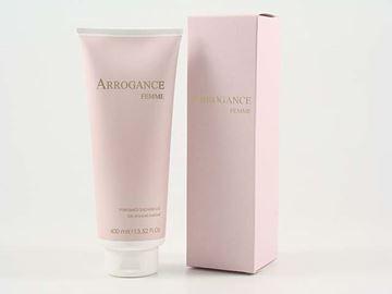 arrogance-rosa-donna-doccia-400
